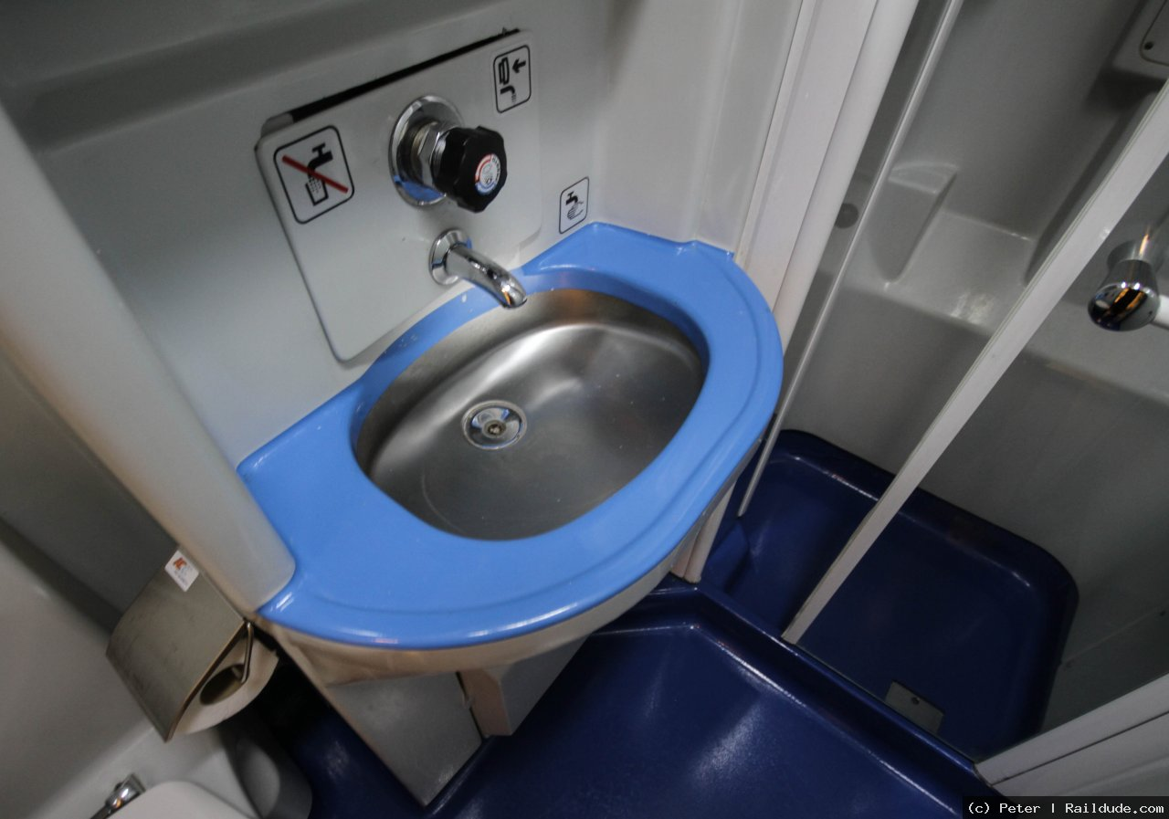 Washbasin in the sleeper