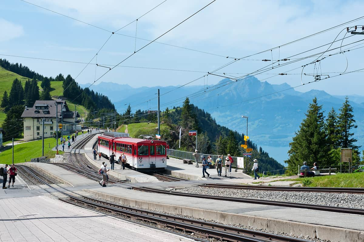 At Rigi Staffel station the lines from Arth-Goldau and Vitznau meet but continue to the terminal station at Rigi Kulm on separate tracks.
