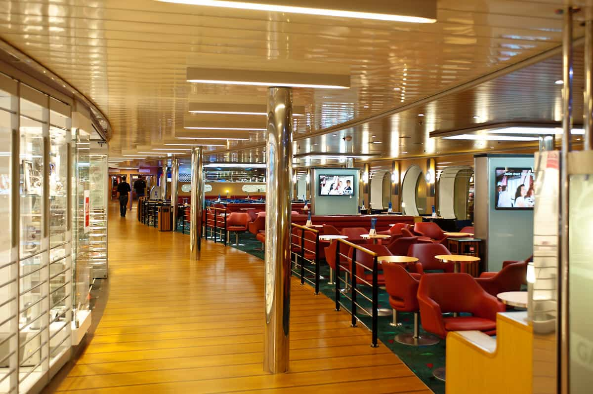 Lounge and shop area on the Stena Hollandica.