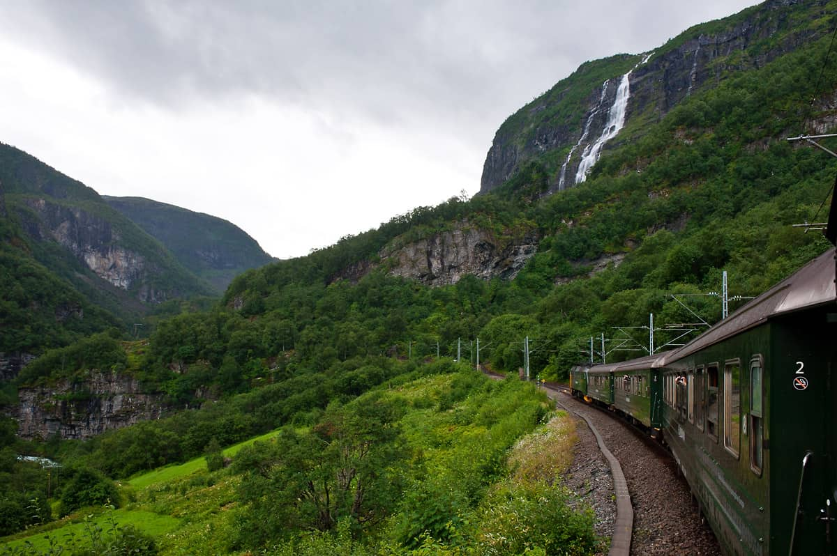 The only crossing loop of the line is situated at Berekvam where the train waits for the train from Myrdal to Flåm.