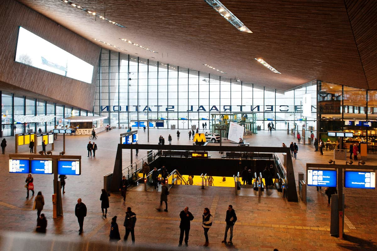 The special feature of the new station of Rotterdam Centraal is its wooden roof.