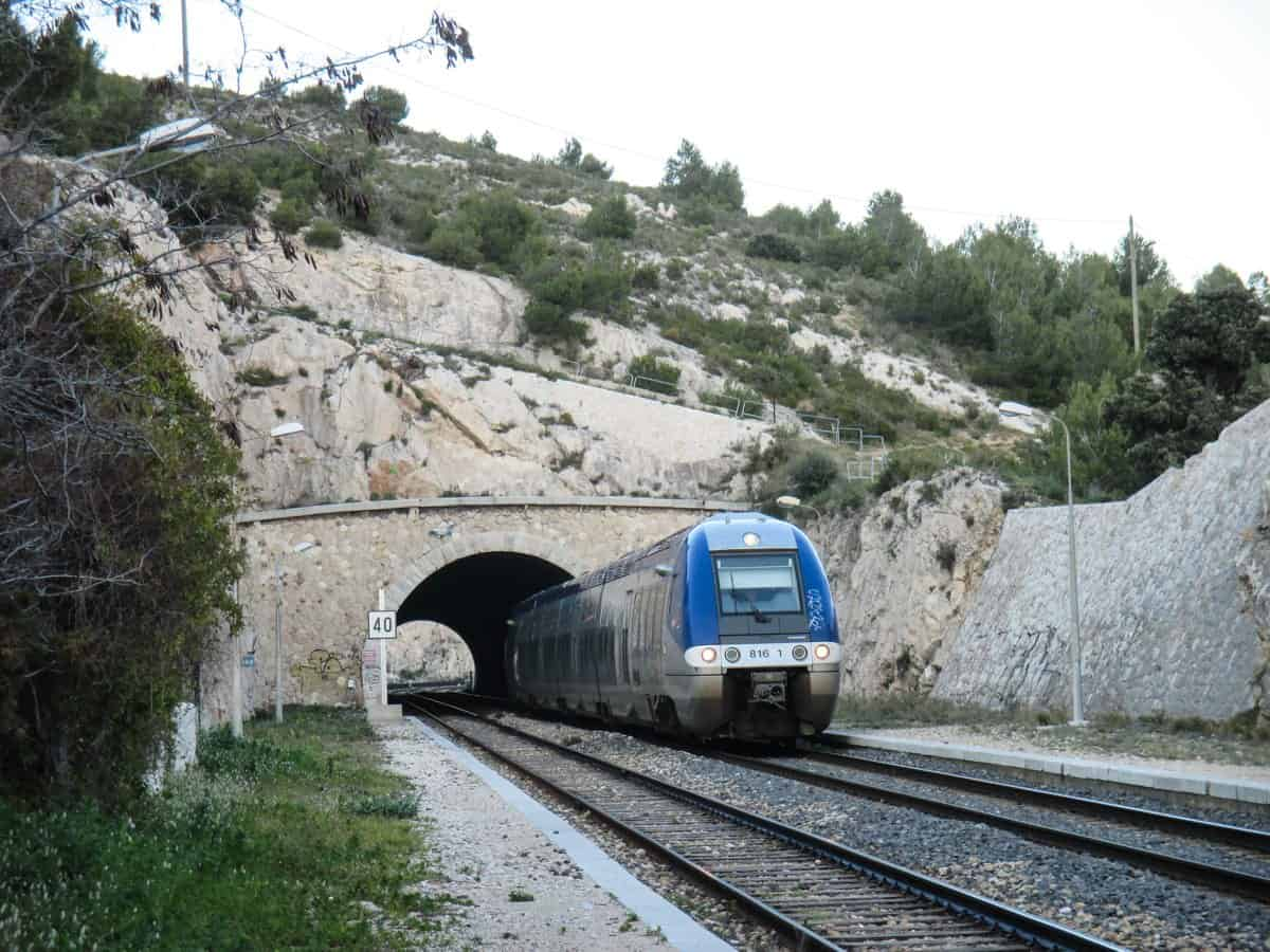TER train direction of Miramas - at the station of Niolon