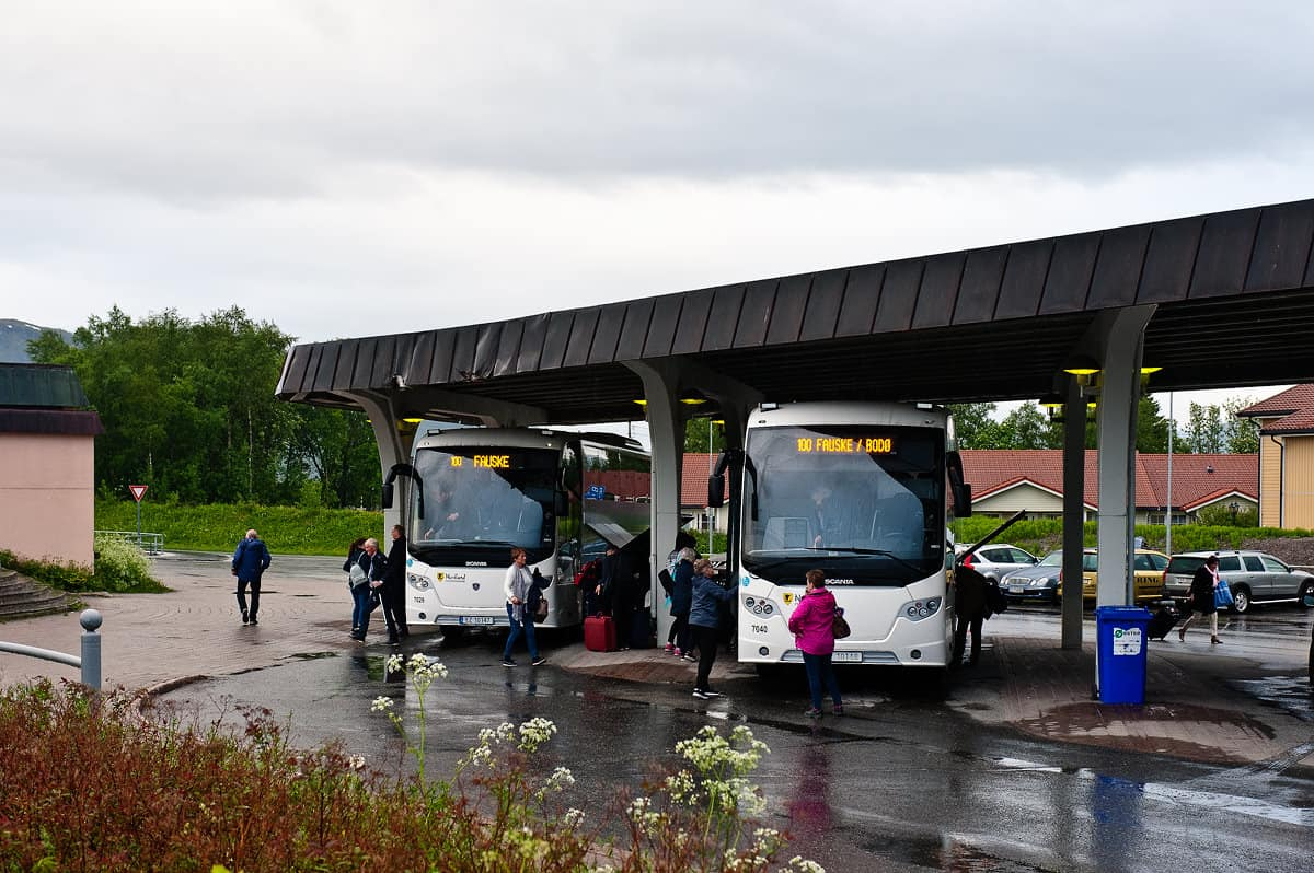 Two buses from the direction of Narvik have arrived at Fauske train station. At times of high demand extra buses are operated.