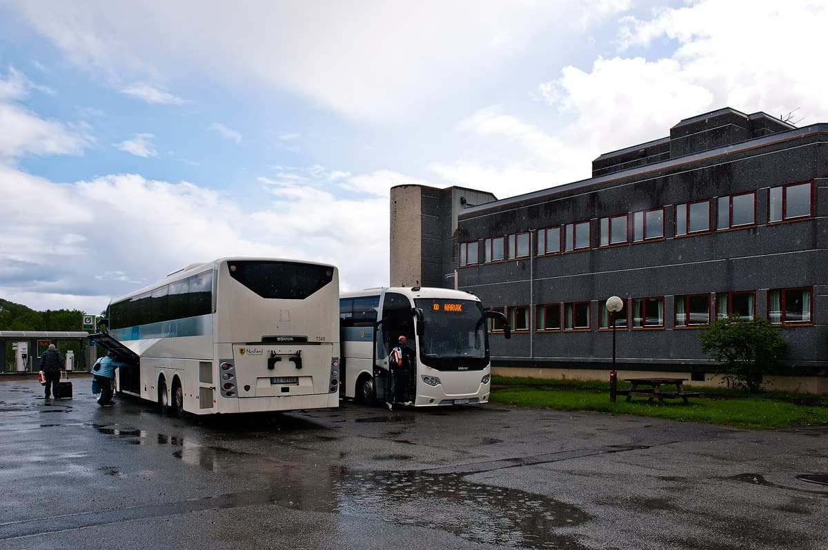Changing buses at Storjord. The left bus is running from Bodo and Fauske to Sortland while the right one is the connecting bus to Narvik
