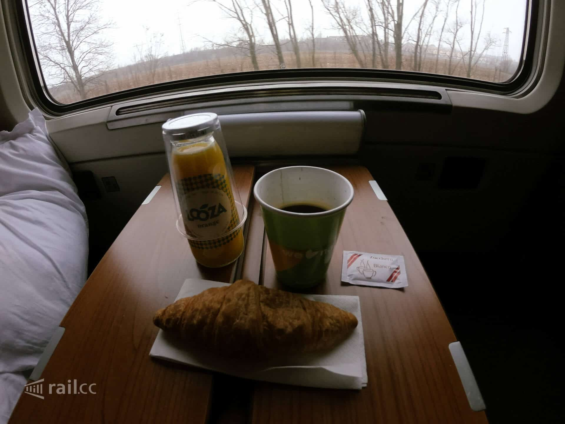 Thello: a very simple breakfast in the sleeper.