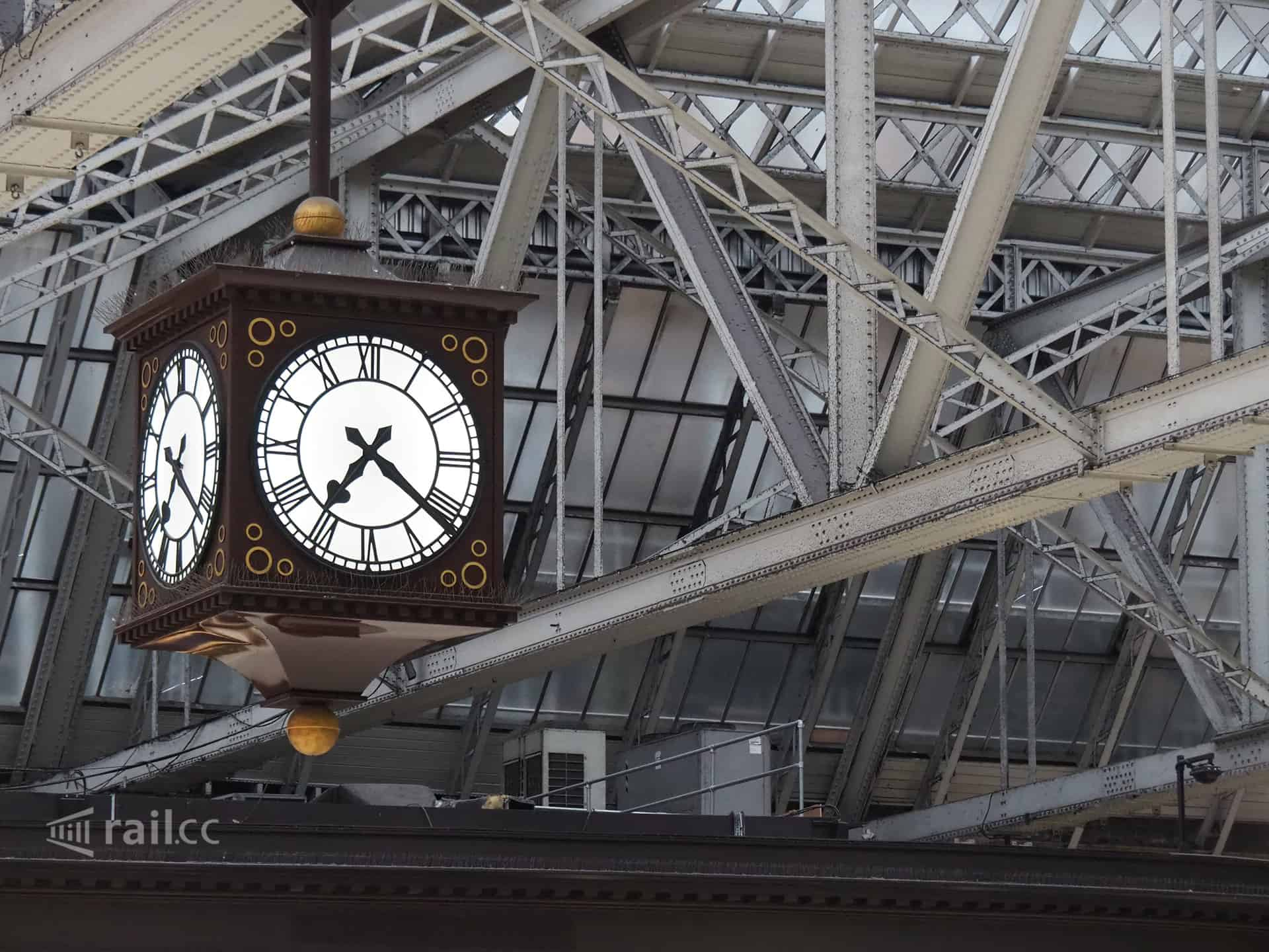 Clock at Glasgow railway station