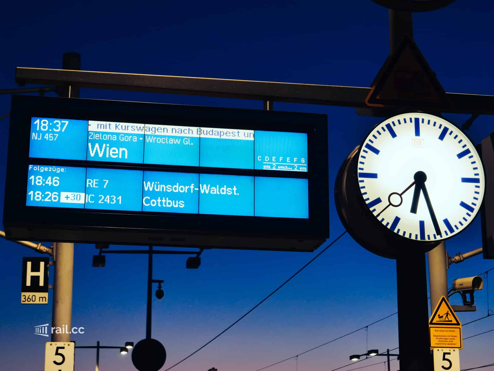 At 18:37 the night train departs for Vienna