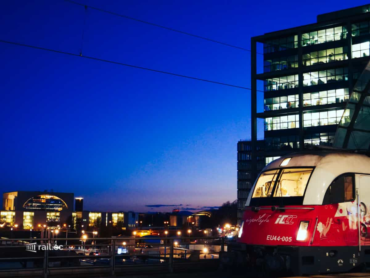 Night train locomotive ready to go in front of the Federal Chancellery (Bundeskanzleramt) in Berlin