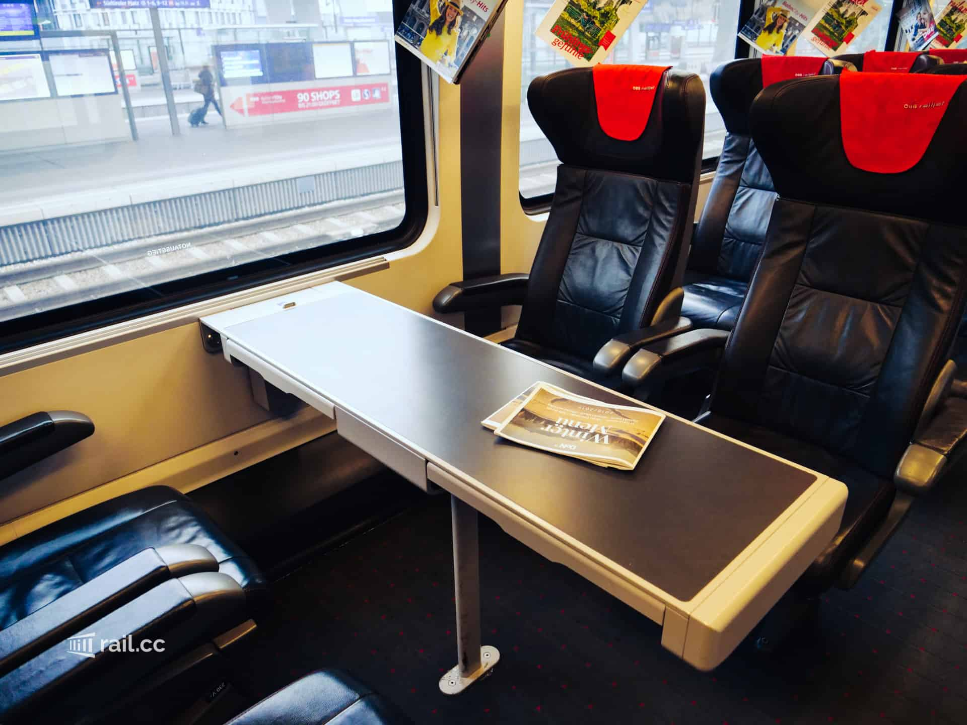 Seats with table in the Railjet