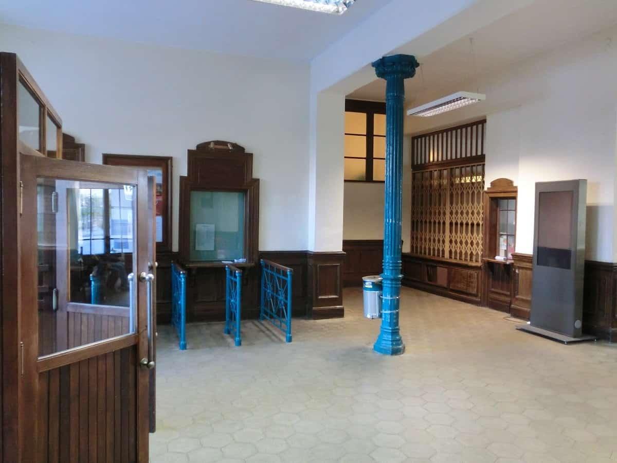 Alte Ticket- und Gepäckschalter im Bahnhof Nova Gorica
