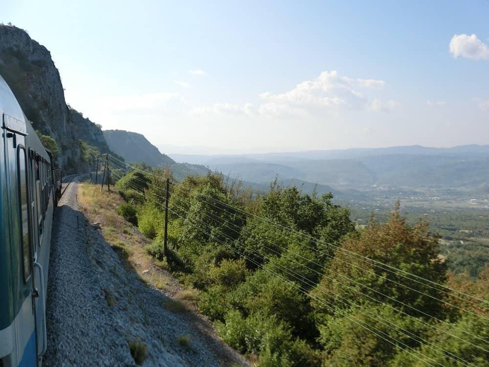Ausblick vom Zug Ljubljana-Pula bei Buzet