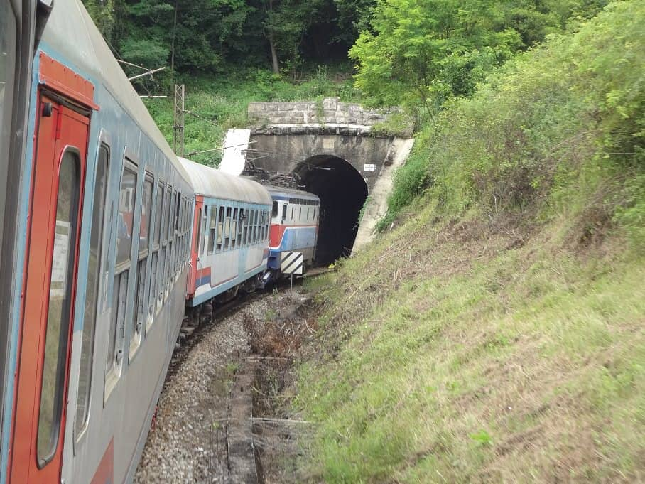 Zug Zagreb-Sarajevo mit Tunnel