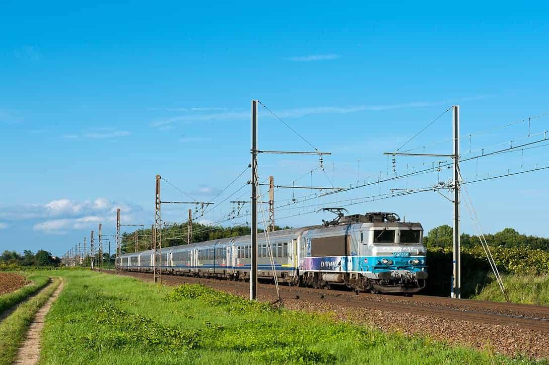 TER von Paris nach Lyon in der Nähe von Beaune.