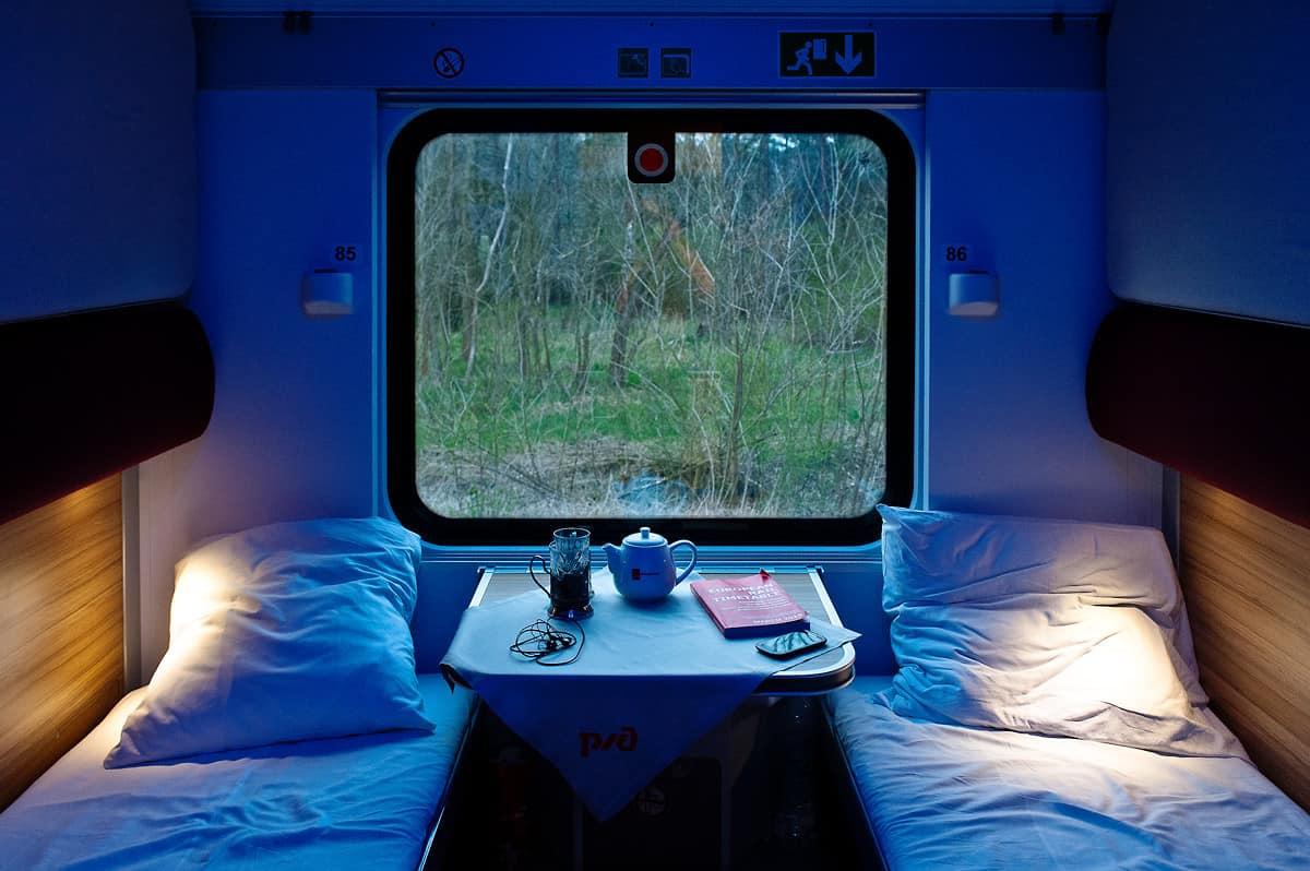 Ein komfortables und geräumiges Zweibettabteil (1. Klasse) im Nachtzug von Paris nach Moskau.