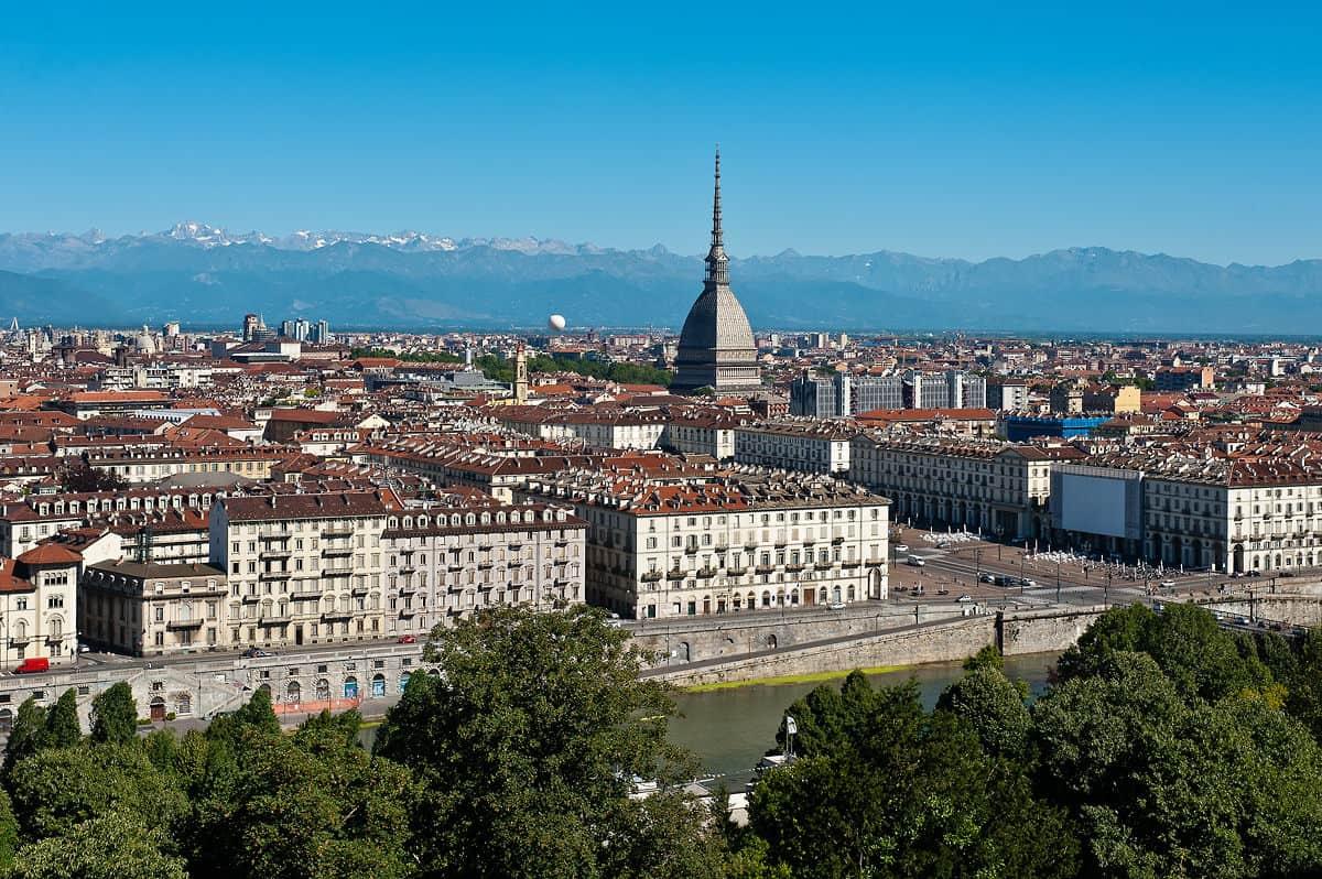 Panorama über Turin hin zu den Alpen.
