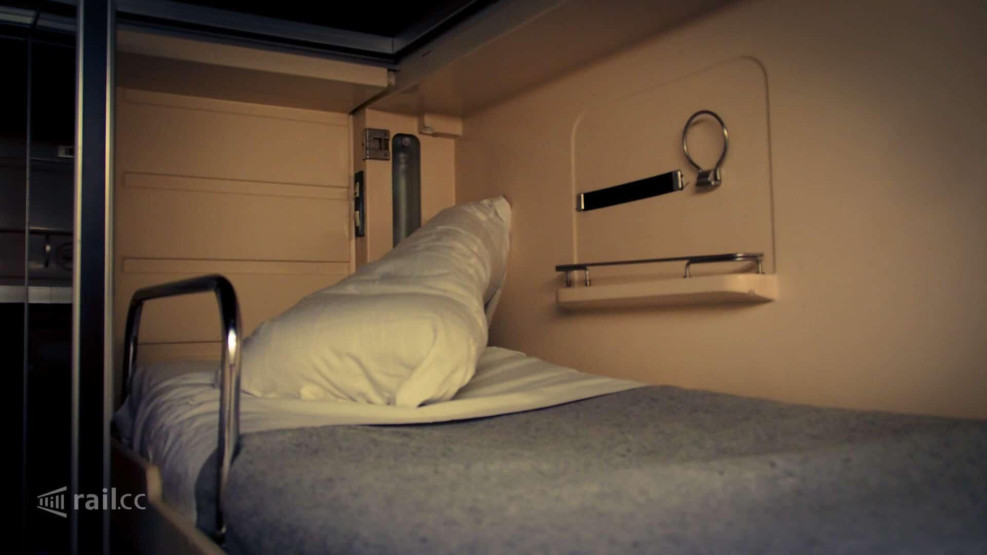 Das Schlafwagenbett im Trenhotel Nachtzug nach Lissabon lädt zum Einschlafen ein
