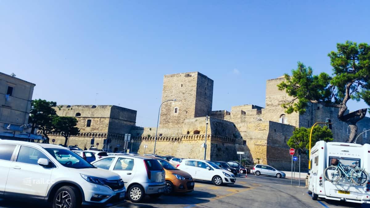 auf dem Weg zum Bahnhof Bari