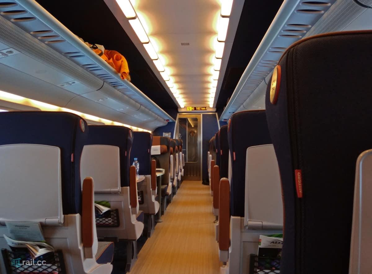 Die zweite Klasse im Allegro Zug