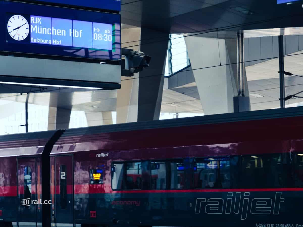 Railjet von Wien nach München